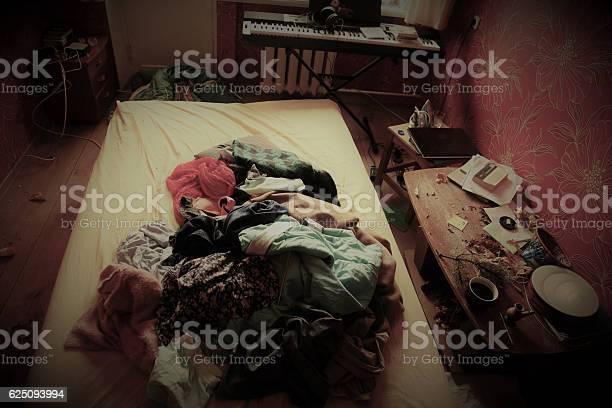 Messy bedroom picture id625093994?b=1&k=6&m=625093994&s=612x612&h=trijzfyqmfzw5wmqiqkwxmaphwmmhyqbvlxgfofwqvu=