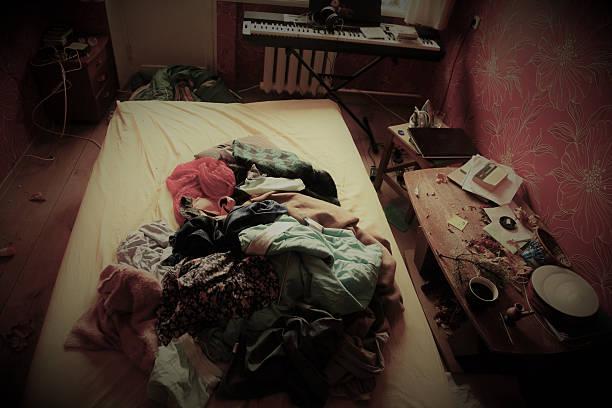 messy bedroom – Foto