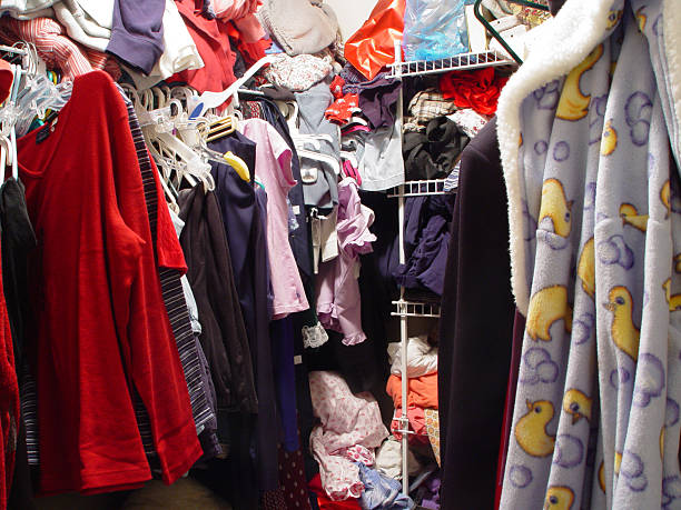 messy closet - gardrop stok fotoğraflar ve resimler