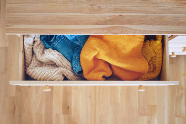 Messy Kleidung in einer Schublade – Foto