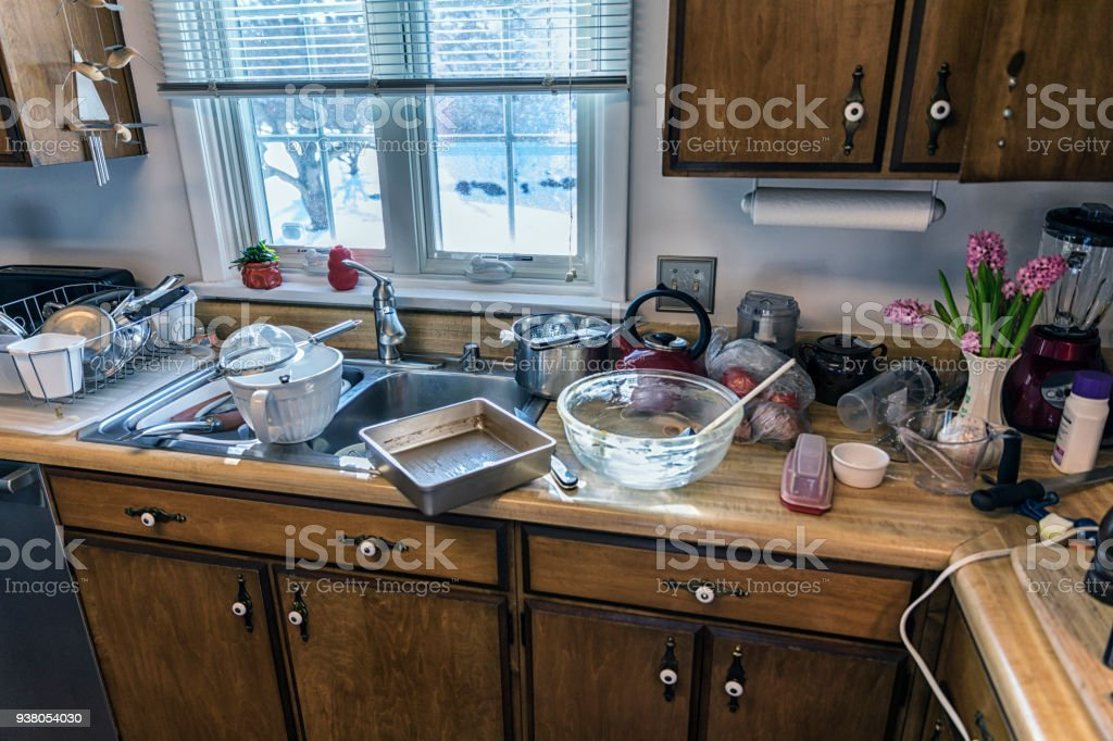 Ungewaschenen messy Küche Geschirr, Töpfe und Pfannen – Foto