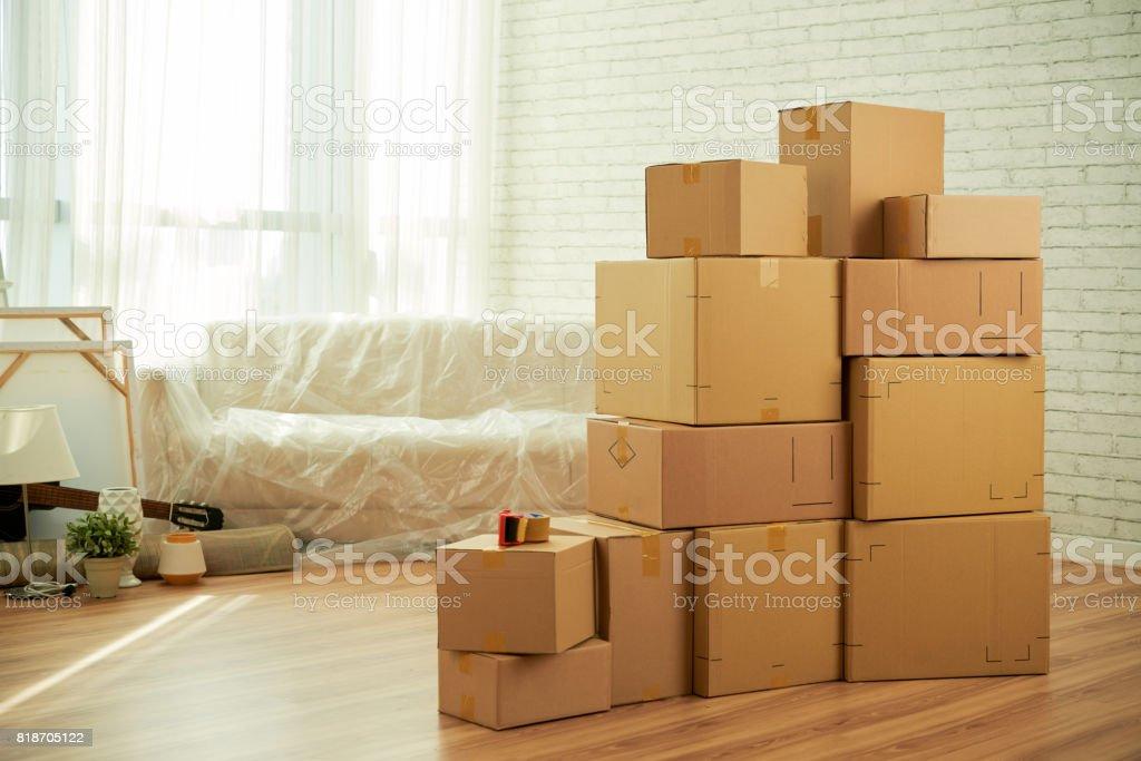 新しいアパートの乱雑なリビング ルーム ストックフォト