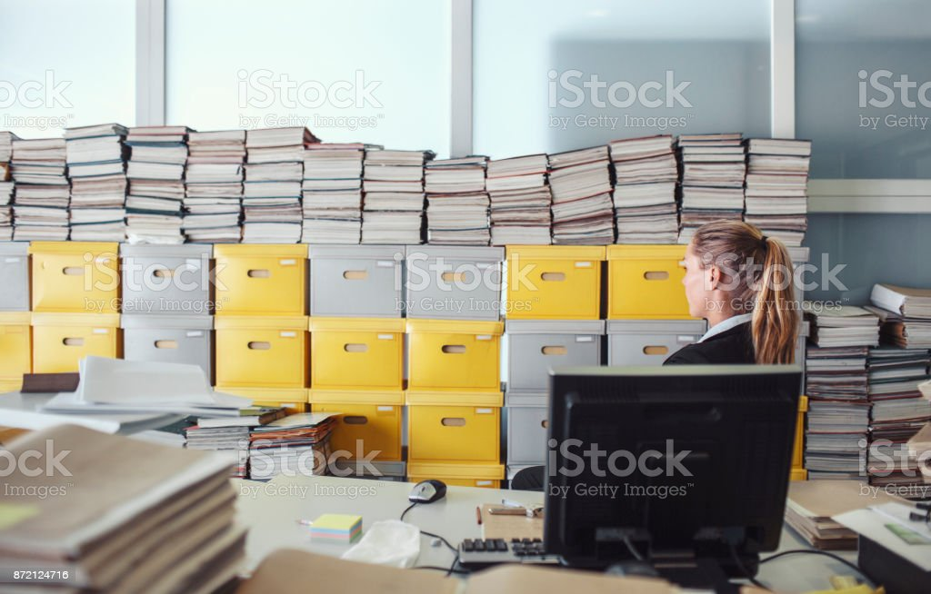 Messy office environment, archives - foto stock