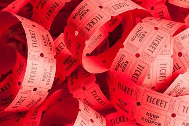 messy ticket pile - biglietto del cinema foto e immagini stock