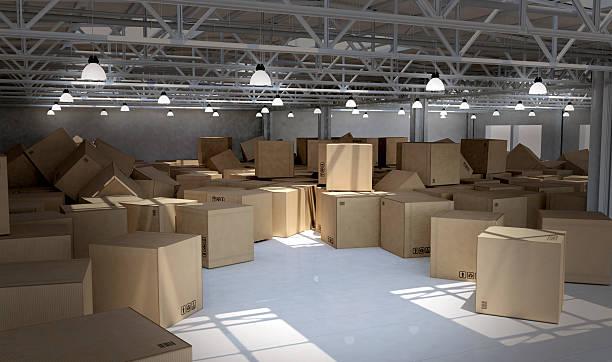 Unordentlich Lager voll von verlassenen cardboard box – Foto
