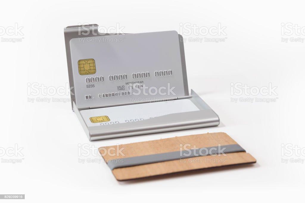 Metall Und Holzvisitenkartenetuis Mit Weißen Kreditkarten