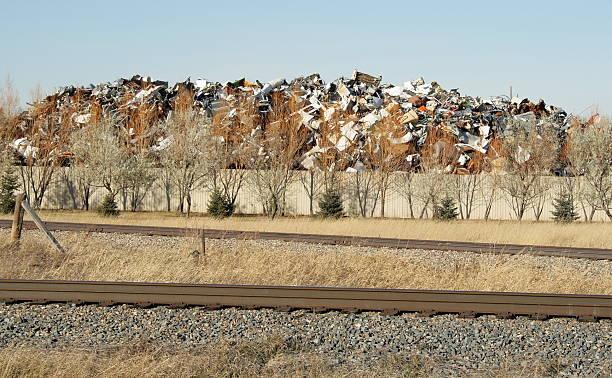 metall am recycling-station - sich im kreis drehen stock-fotos und bilder