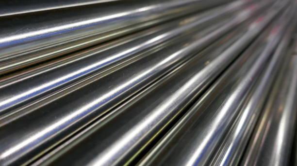 금속 막대, 크롬 도금, 광택, 대각선으로 배열 - 봉 뉴스 사진 이미지