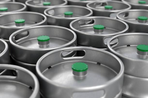 metal bier kegs hintergrund - bierfass stock-fotos und bilder