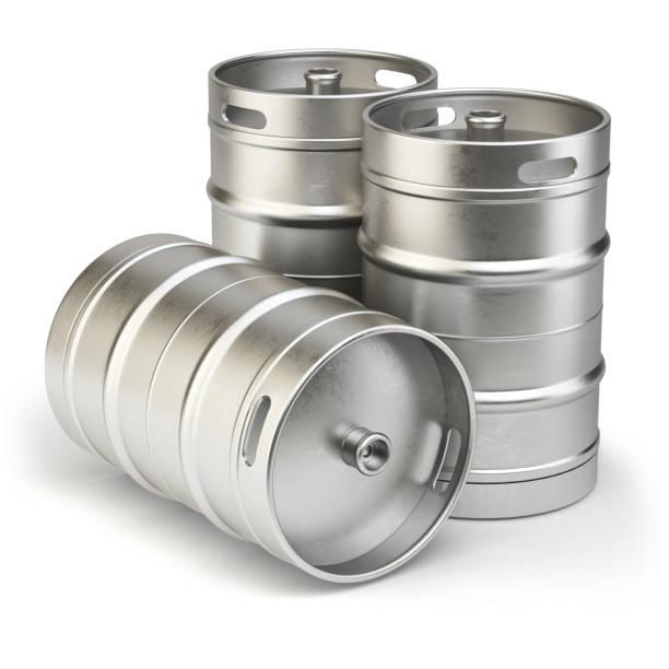 metall bierfässer isoliert auf weißem hintergrund. - bierfass stock-fotos und bilder