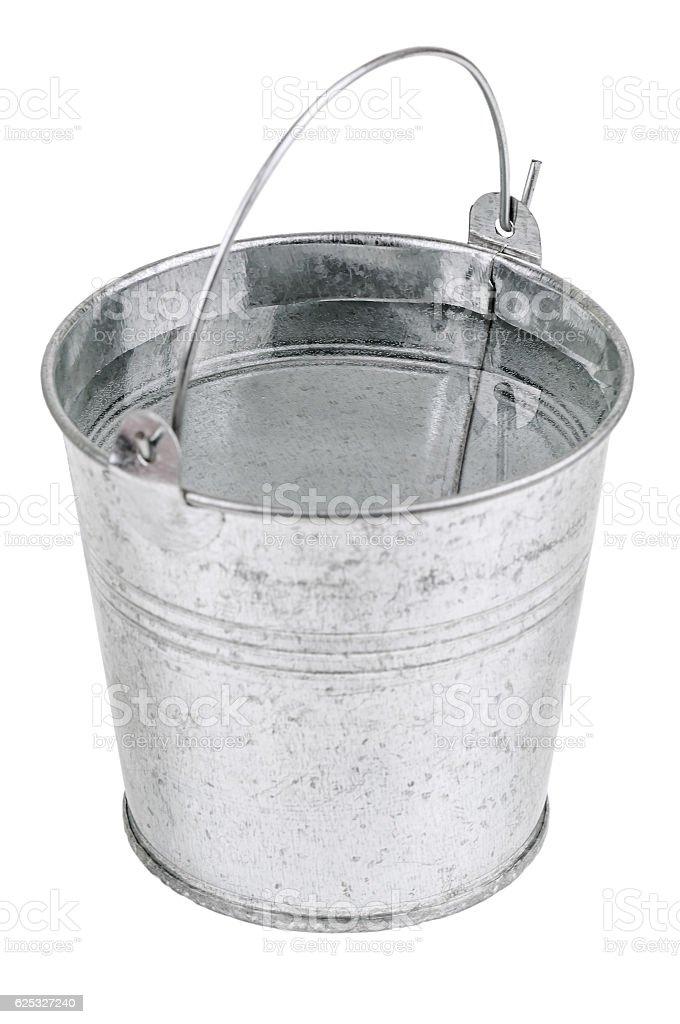 Seau en métal avec de l'eau - Photo
