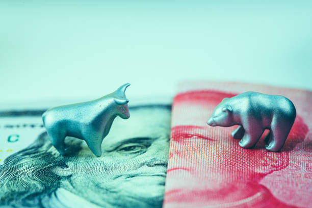 metal bull and bear on top of 100 US dollar and Chinese Yuan metal bull and bear on top of 100 US dollar and Chinese Yuan trade war stock pictures, royalty-free photos & images