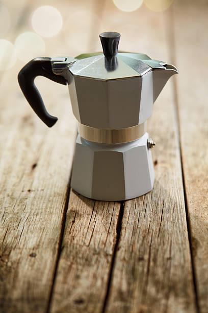 metal espresso maker - argento metallo caffettiera foto e immagini stock