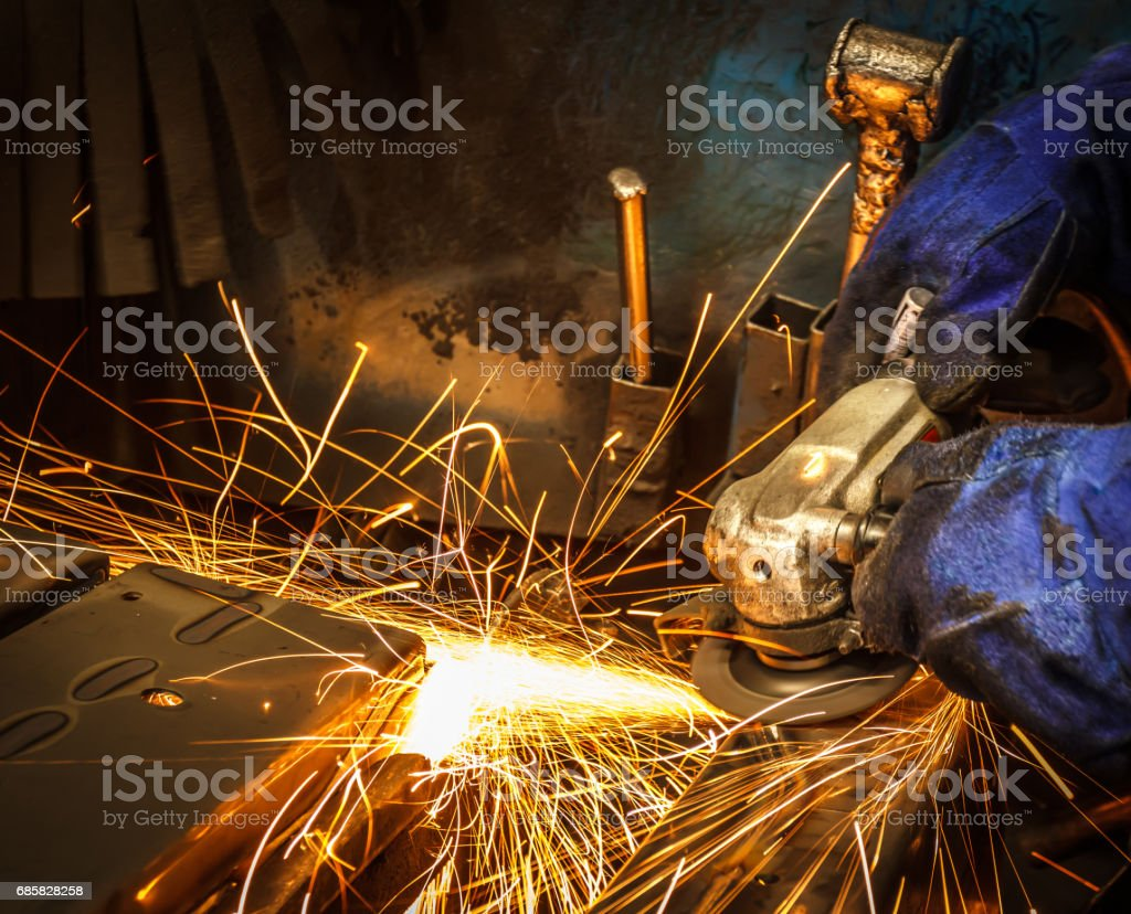 Flame sparks with electric grinder Change the swaying back and forth...