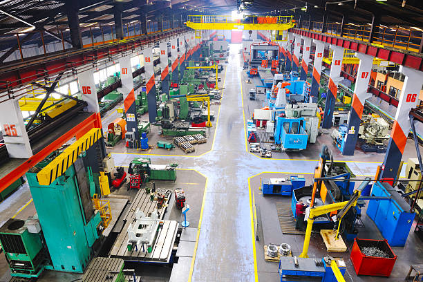 metallo fabbrica industy indoor - metal robot in logistic factory foto e immagini stock