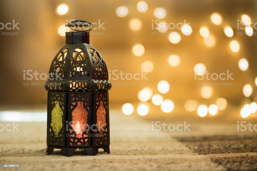 Linterna metal con bokeh fondo - foto de stock