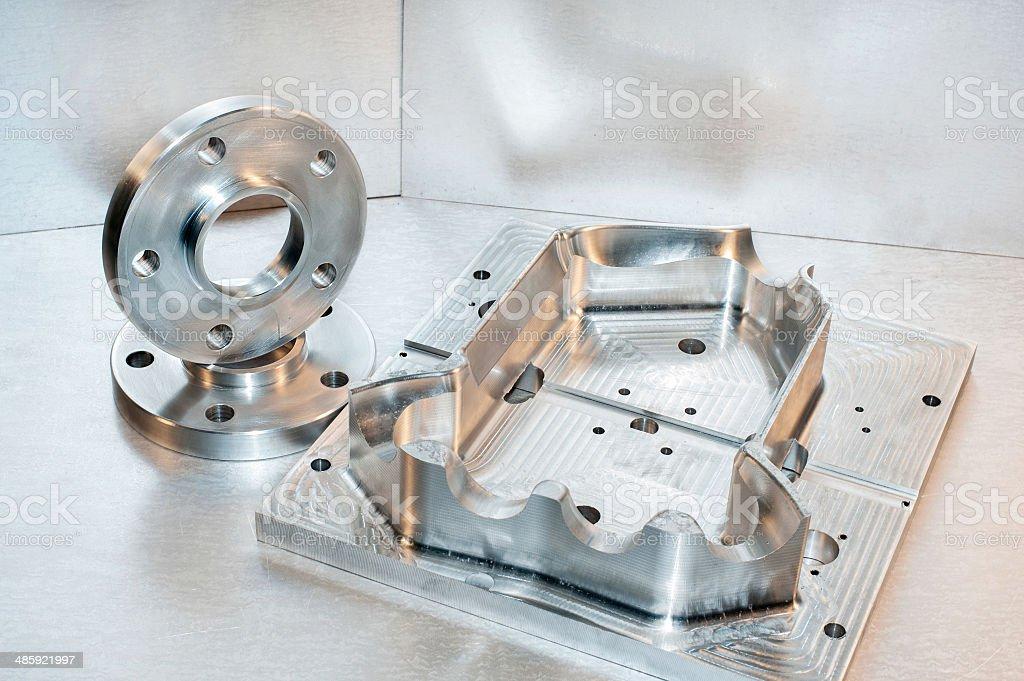 Metall-Schimmel und Stahl flanges.  Milling Branche.  CNC-Technologie. - Lizenzfrei Aktivitäten und Sport Stock-Foto