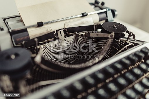 istock Metal parts of old typewriters 909688792