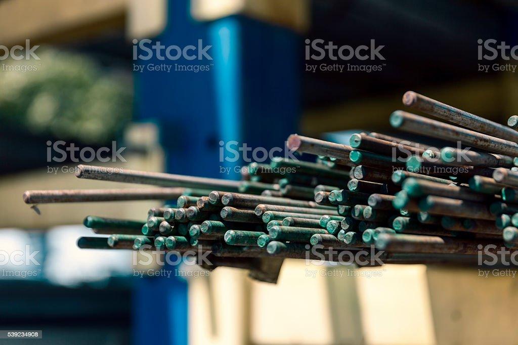 Acercamiento tuberías de metal foto de stock libre de derechos