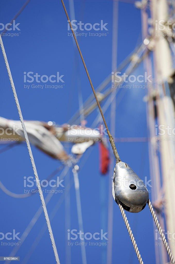 Metal Pulley and ropes on a Tall Ship royaltyfri bildbanksbilder
