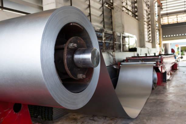 Fábrica de fabricación de tejas de metal hoja - foto de stock