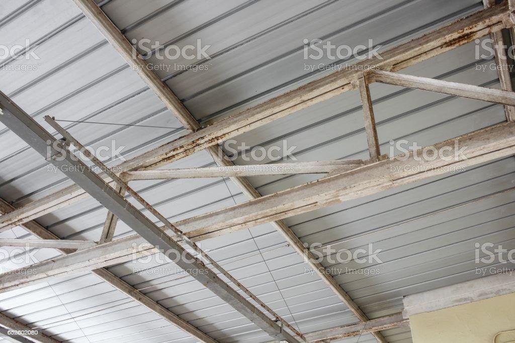 estrutura de aço do telhado do metal - foto de acervo
