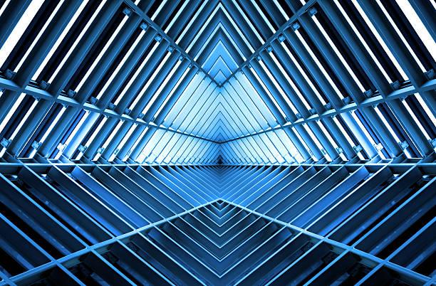 metall-struktur ähnlich wie raumschiff interieur in blau licht - eingangshalle wohngebäude innenansicht stock-fotos und bilder