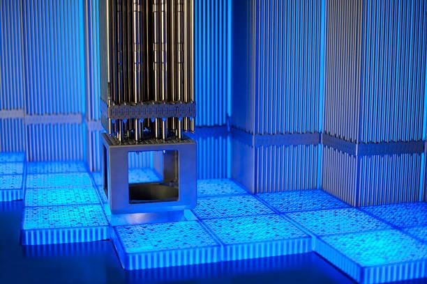 tubi metallici in blu luminoso - reattore nucleare foto e immagini stock