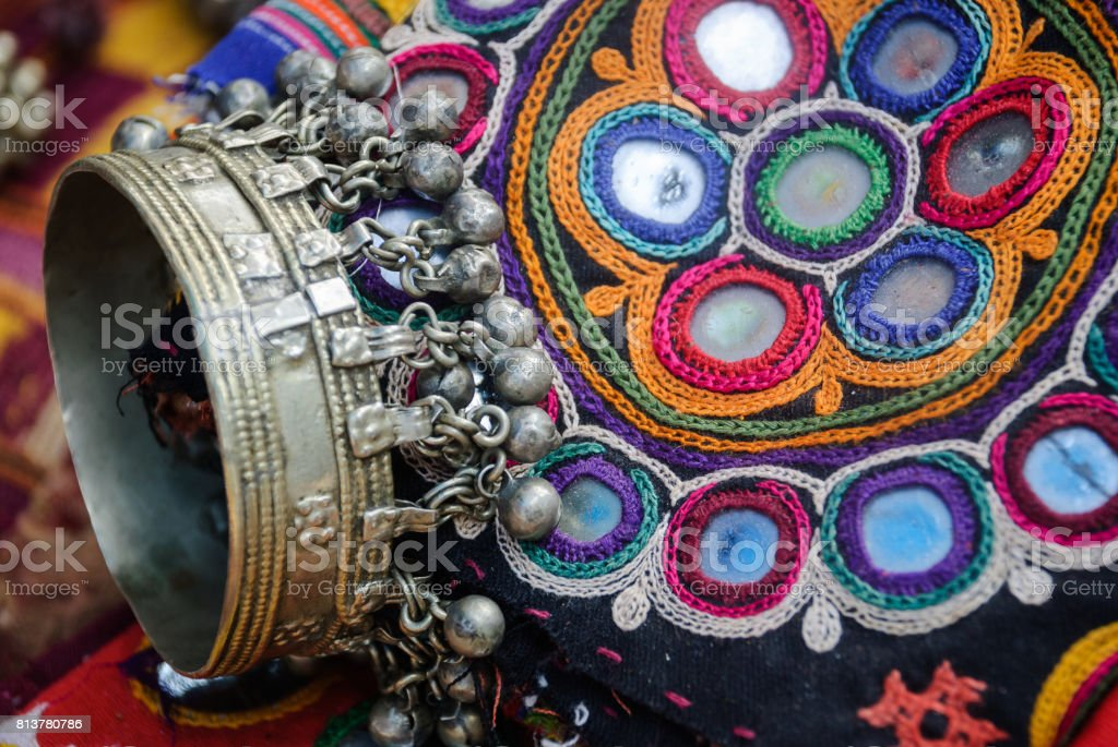 metallic bracelet and Gujarati embroidery - foto stock
