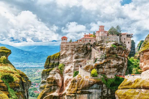 meteora monastery, greece. unesco heritage list. - grecja zdjęcia i obrazy z banku zdjęć