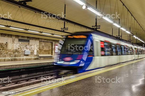 Metro en movimiento, Madrid, España
