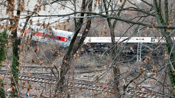 metro north train derailment in the bronx - derail bildbanksfoton och bilder