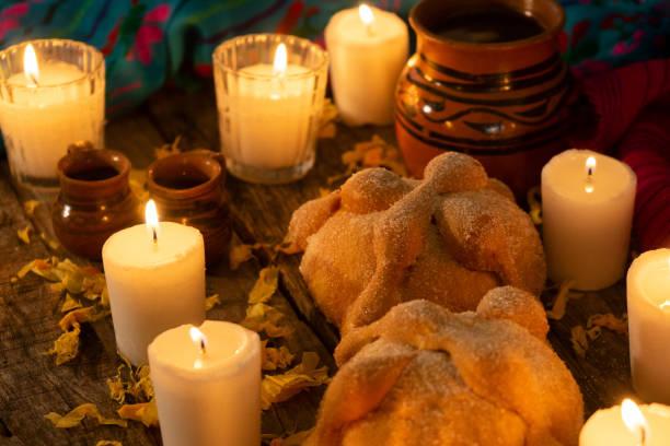 mexikanskt dag av det döda altaret med bröd och kaffe - coffe with death bildbanksfoton och bilder