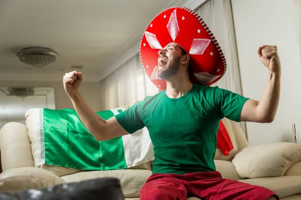 mexikanische ventilator zu hause feiern - mexikanische möbel stock-fotos und bilder