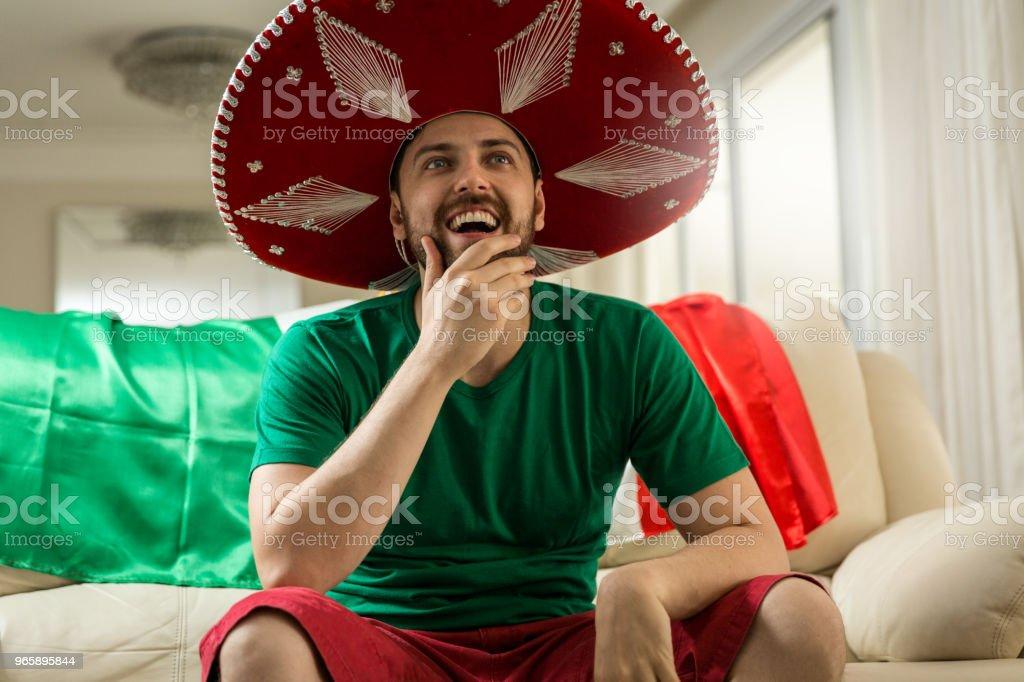 Mexicaanse fan vieren thuis - Royalty-free Alleen mannen Stockfoto