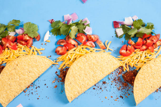 mexican food crunchy beef tacos, ingredients in a row, knolling. - taco foto e immagini stock