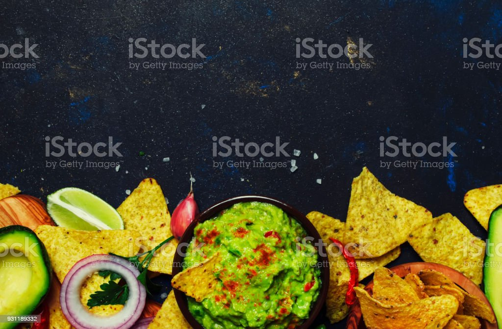 Cuisine mexicaine, sauce guacamole avocat, oignon, ail et piment - Photo