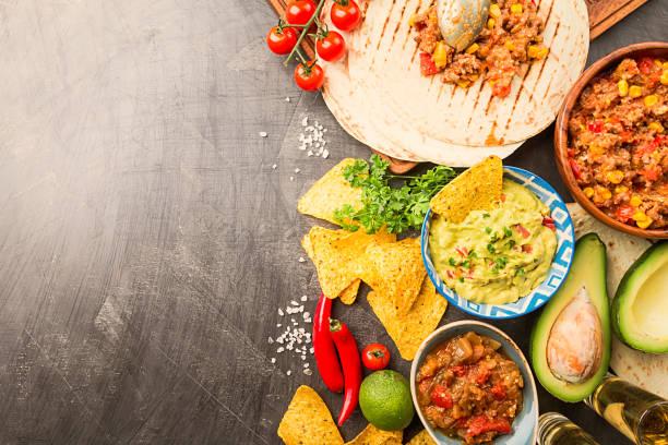 mexikanisches essen mischung - mexikanische möbel stock-fotos und bilder