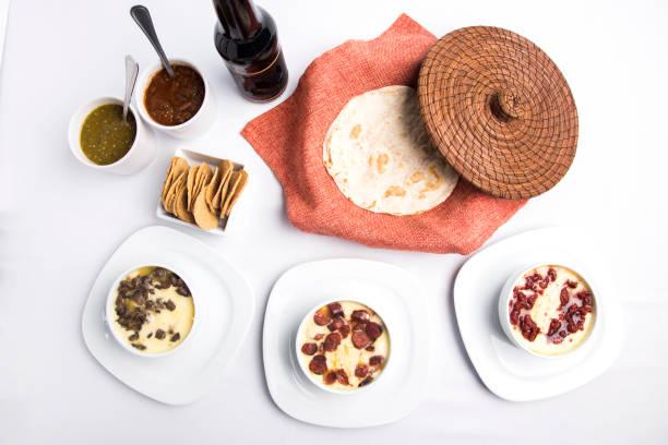 comida mexicana - wurst käse dips stock-fotos und bilder