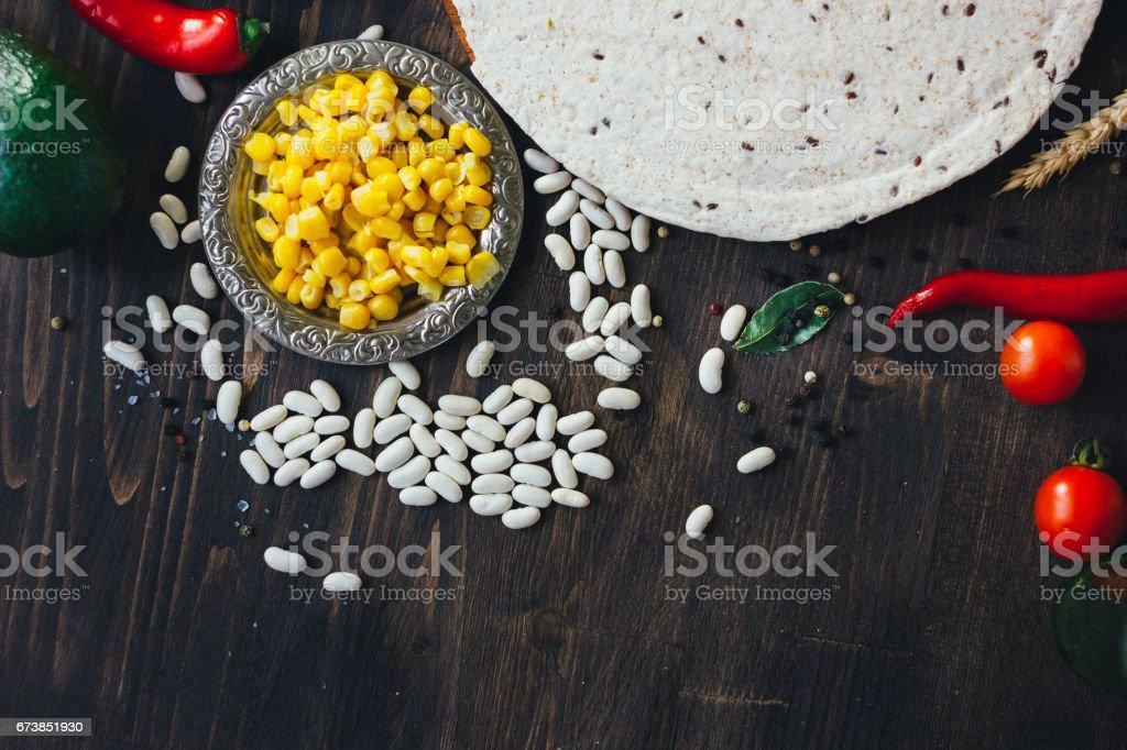Mexican food - tortilla with vegetables, corn and beans. photo libre de droits