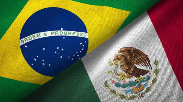 méxico y brasil dos banderas juntos relaciones textil tela textura de la tela - bandera mexico fotografías e imágenes de stock