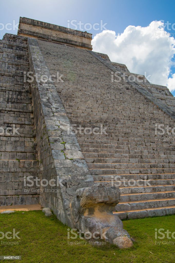 Mexico, Chichen Itzá, Yucatán. Stairs for priest  with Kukulcan heads. Mayan pyramid  El Castillo stock photo