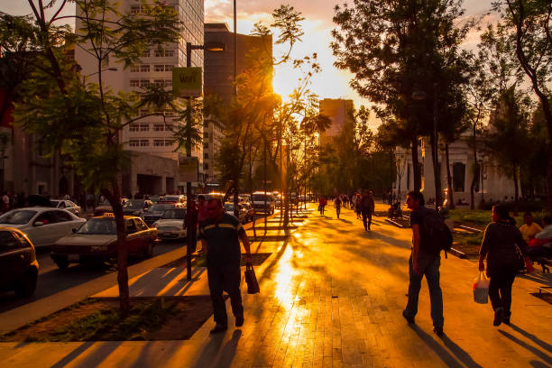 mexico city-centro historico-konst-solnedgång-alameda central - walking home sunset street bildbanksfoton och bilder