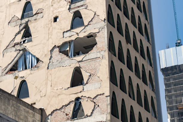 Mexico City damaged building after 2017 earthquake Mexico City works on damaged building after 2017 earthquake 2017 stock pictures, royalty-free photos & images