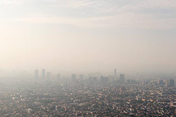 panorama de la ciudad de méxico y ozono - contaminación ambiental fotografías e imágenes de stock