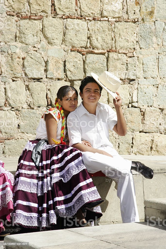 Mexico, Oaxaca, Istmo, portrait of couple in traditional costumes, outdoors foto de stock royalty-free