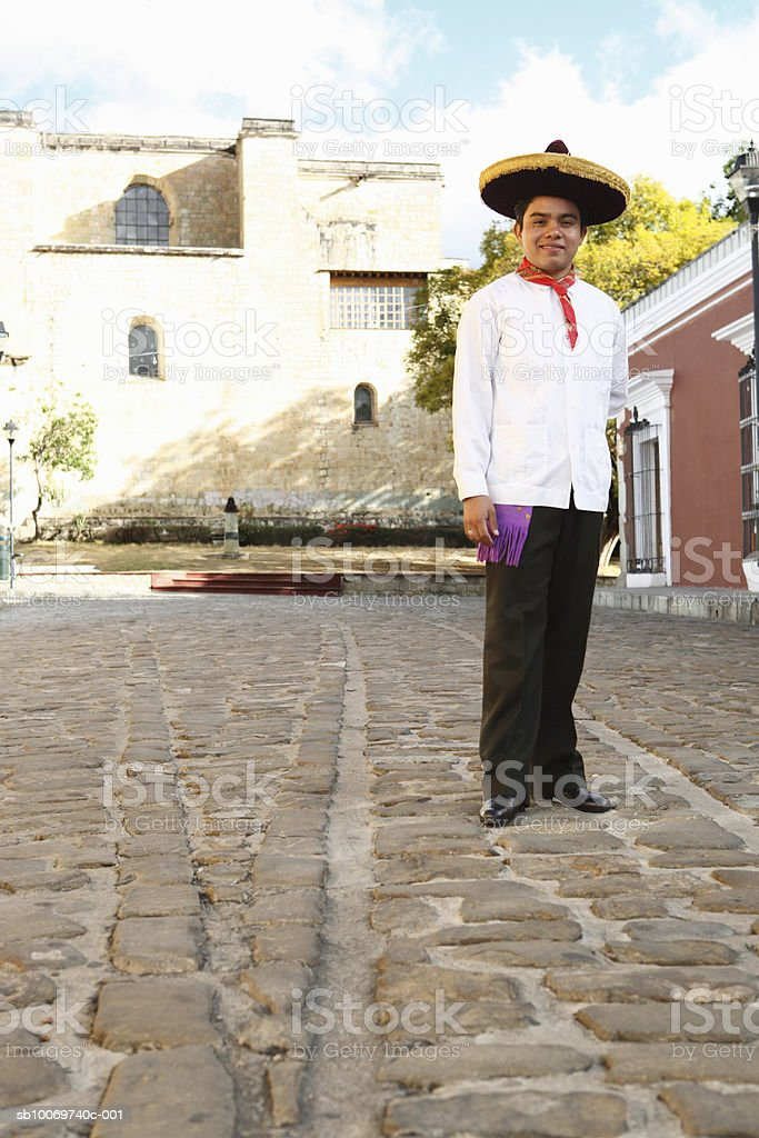 Mexico, Oaxaca, Istmo, portrait of man in traditional costume foto stock royalty-free