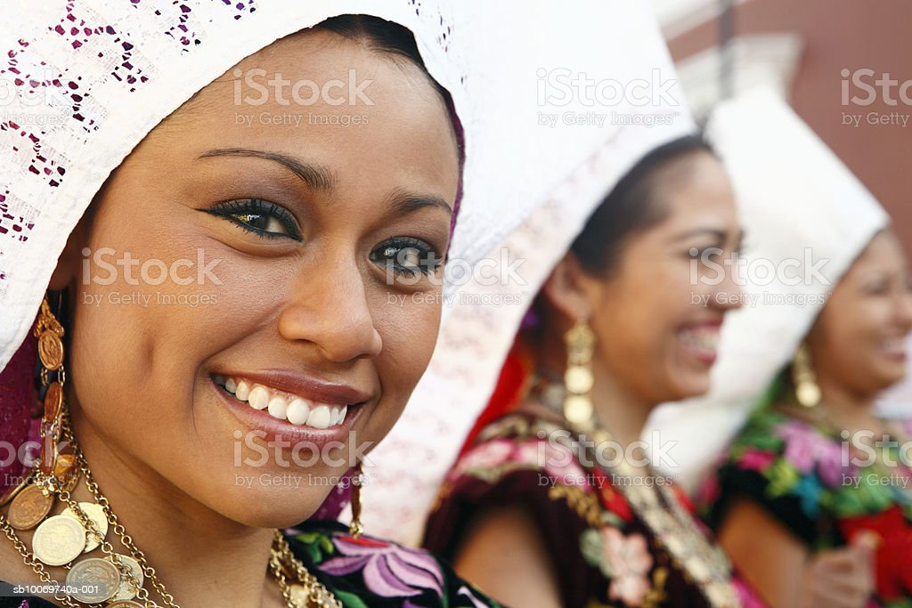 Mexico, Oaxaca, Istmo, portrait of woman in traditional costume foto stock royalty-free