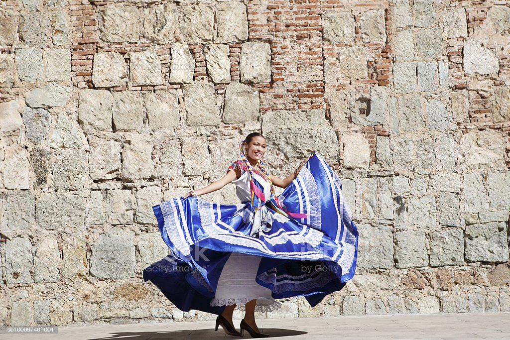 Mexico, Oaxaca, Istmo, woman in traditional dress dancing 免版稅 stock photo