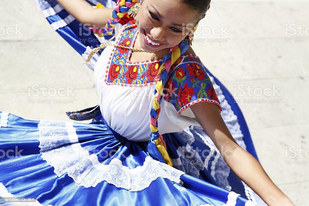 Mexico, Oaxaca, Istmo, woman in traditional dress dancing foto de stock libre de derechos